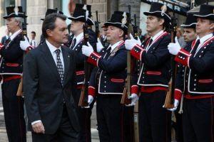 Artur-Mas-passant-revista-a-la-tropa