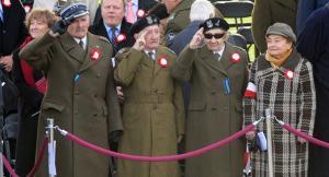 [Imagen: veterans_day12_2012_ap_605_605.jpg?w=300&h=162]