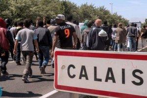 Miles-de-inmigrantes-se-agolpa_54432997432_54028874188_960_639