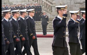 desfile-de-los-guardiamarinas-delante-de-las-autoridades