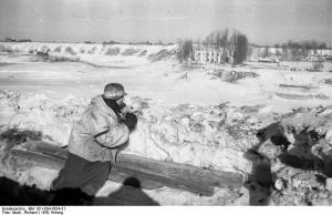 Russland, Cholm, Soldat im Schnee