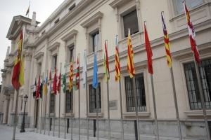 Banderas_autonomicas_sede_Senado