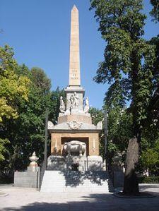 250px-Obelisco_Dos_de_mayo_(Madrid)_03