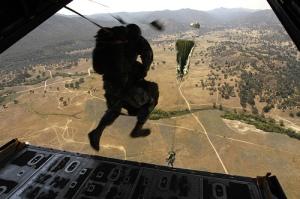FOTO 5 lanzamiento paracaidistas
