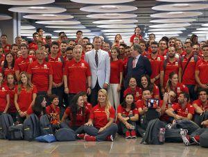foto 11 delegacion española con SM el Rey