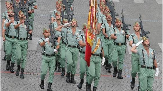legionarios-desfilan--644x362