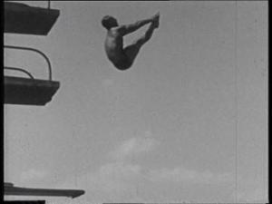 951100586-salto-de-la-carpa-trampolin-piscina-tercer-reich